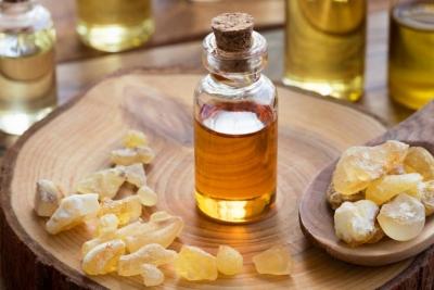 Best-Essential-Oils-for-Skin-Tightening